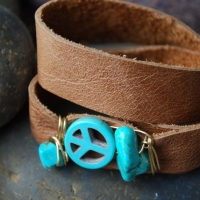 thumbs dw79 brwn lthr turq peace sign1 Leather Wrap Bracelets