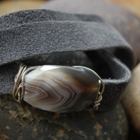 tw27-triple-leather-wrap-with-mother-pearl-closre-35-c