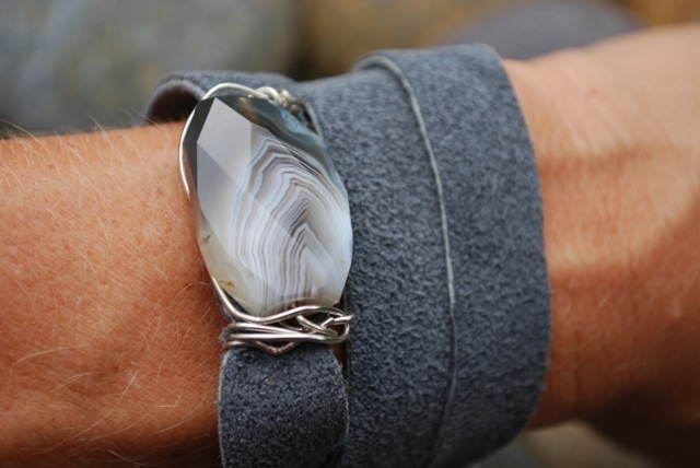 tw27-triple-leather-wrap-with-mother-pearl-closre-35-a