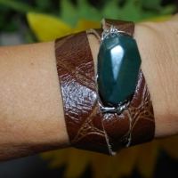 thumbs green stone gdi1 Leather Wrap Bracelets